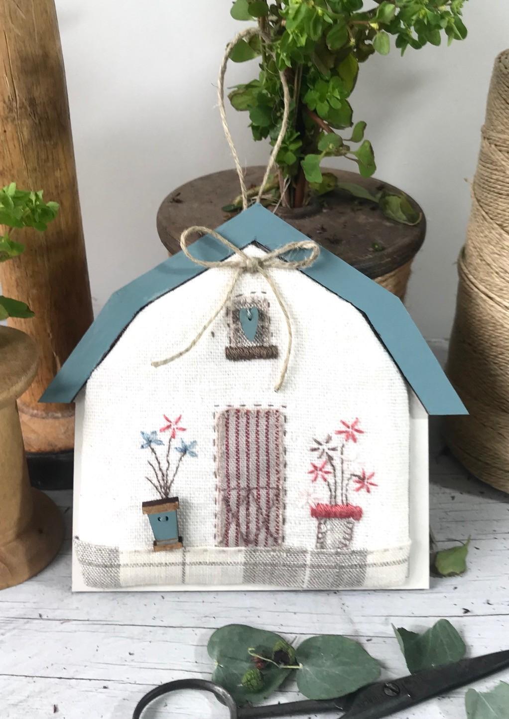 Kit de patchwork -  Mini grange 'toit bleu'' -  Ktba2
